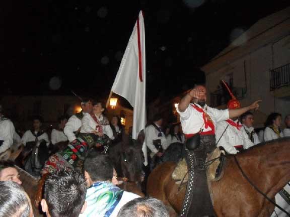 Grupo a caballo en la encamisá